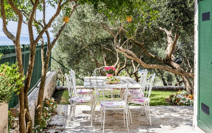 Die richtigen Möbel für die mediterranen Terrasse