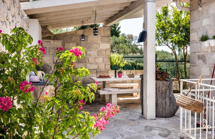 Eine Basis schaffen Terrassen aus Stein und Metall